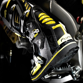 Forma Predator Black Fluo Yellow Boots Image 3